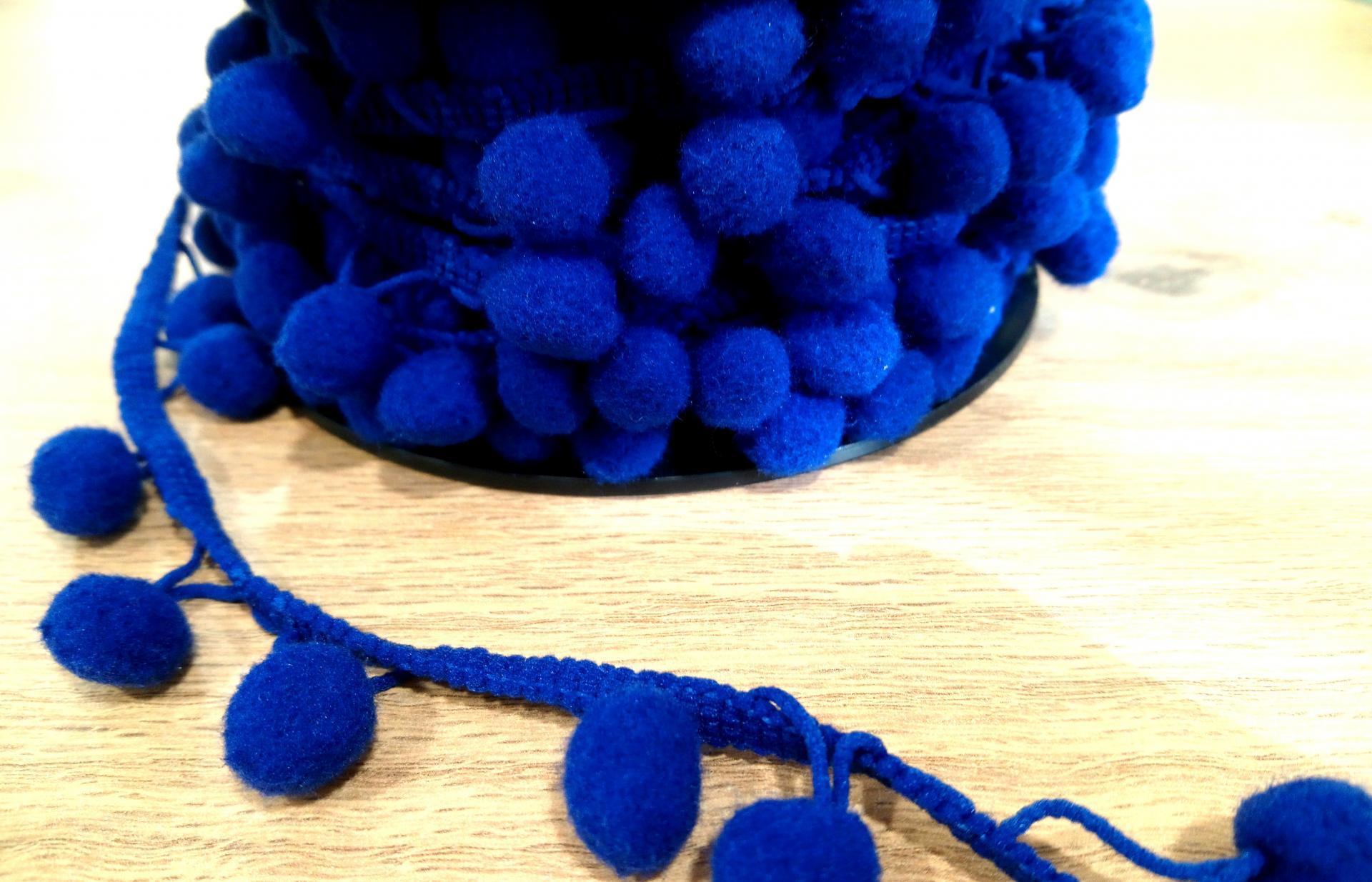 Galon pompon bleu 11